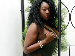 topless webcam girl Shaquyla