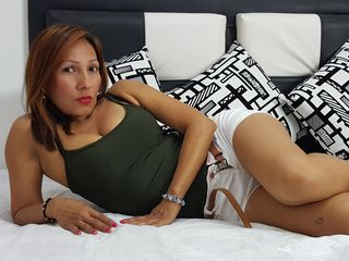camgirl playing with sextoy SHANTALA