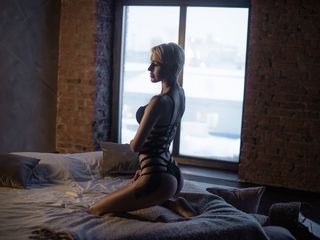 camgirl webcam MoniqueHot