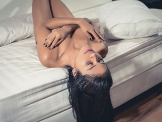 cam girl playing with dildo JulianaMoreno