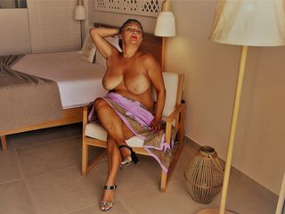 VIVO.webcam AnnaBlanca (48) MILF with big breasts