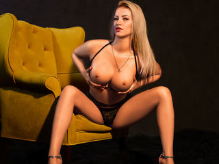 free live chatroom LOVELYBLONDIExx
