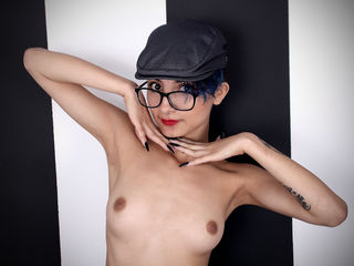 naughty camgirl masturbating with vibrator KemberlyHasu
