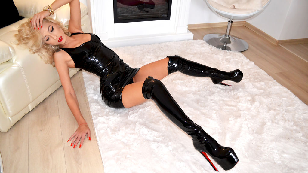 SensualeBrunette online at PULA.ws