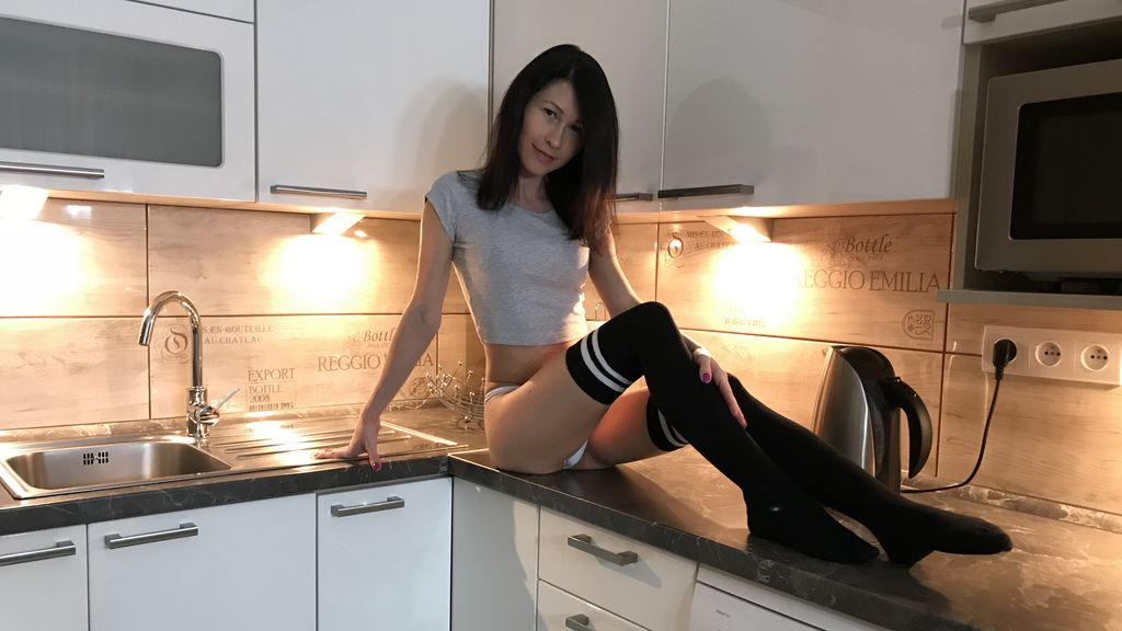 Watch the sexy BrunetteRia06 from LiveJasmin at GirlsOfJasmin