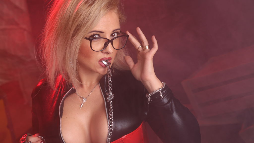 Watch the sexy VixenMILF from LiveJasmin at GirlsOfJasmin
