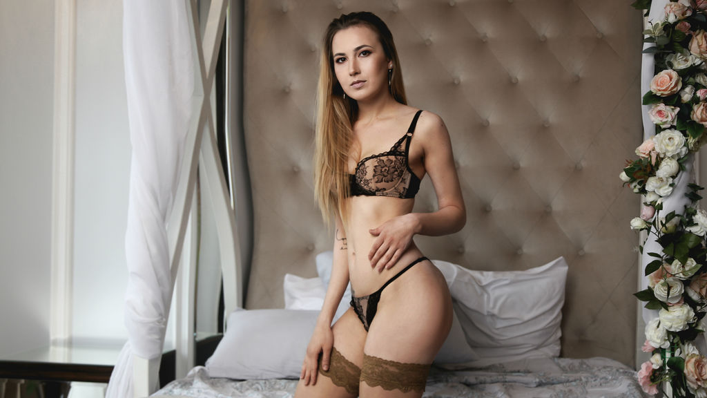 CuteBombVictoria Cam Girl at Live Jasmin