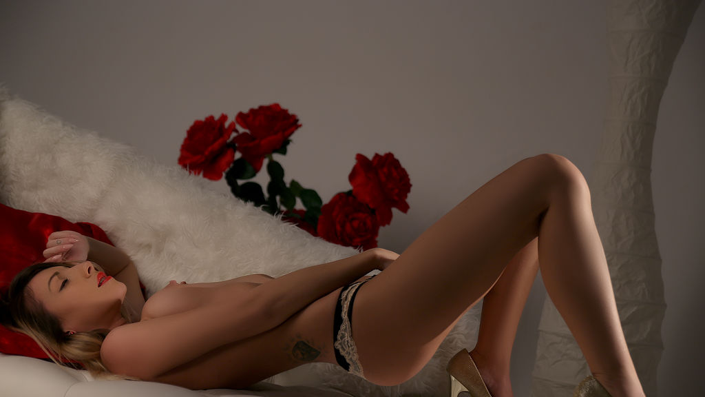 IssaTemptation online at GirlsOfJasmin