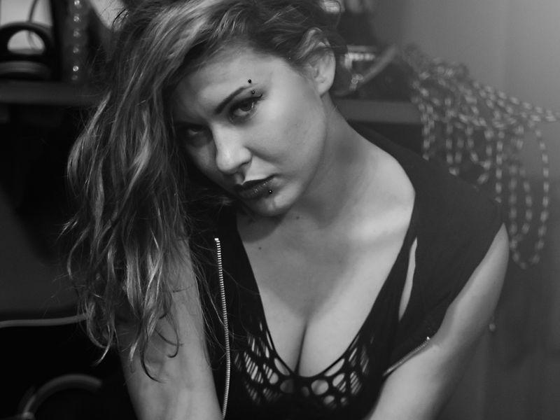 GoddessAISHA - white fetish cam model