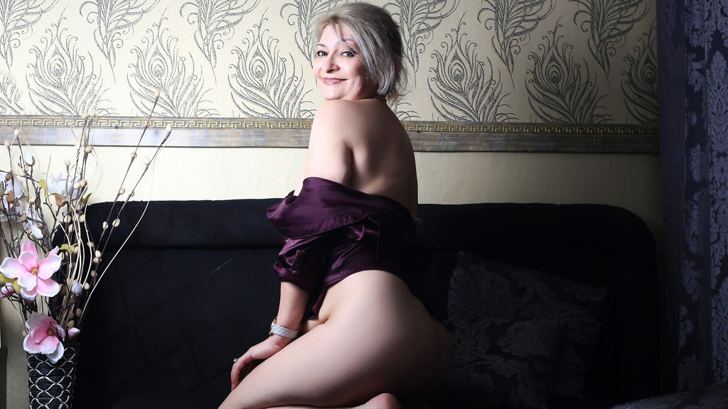 Watch the sexy KateMilf from LiveJasmin at GirlsOfJasmin
