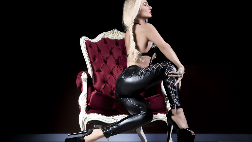 MissZhanna online at GirlsOfJasmin