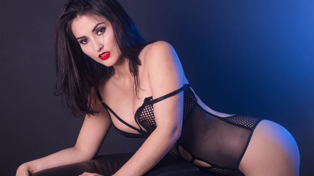 Watch the sexy JuliethTaylor from LiveJasmin at GirlsOfJasmin