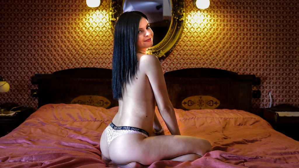 Discover and Live Sex Chat with AkelaJohns on Live Jasmin