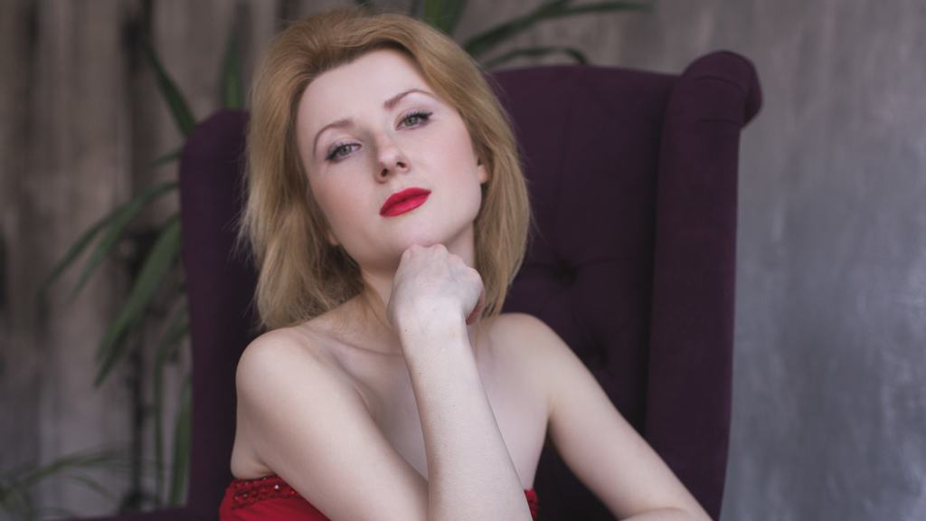 Watch the sexy LaraGoldSin from LiveJasmin at GirlsOfJasmin