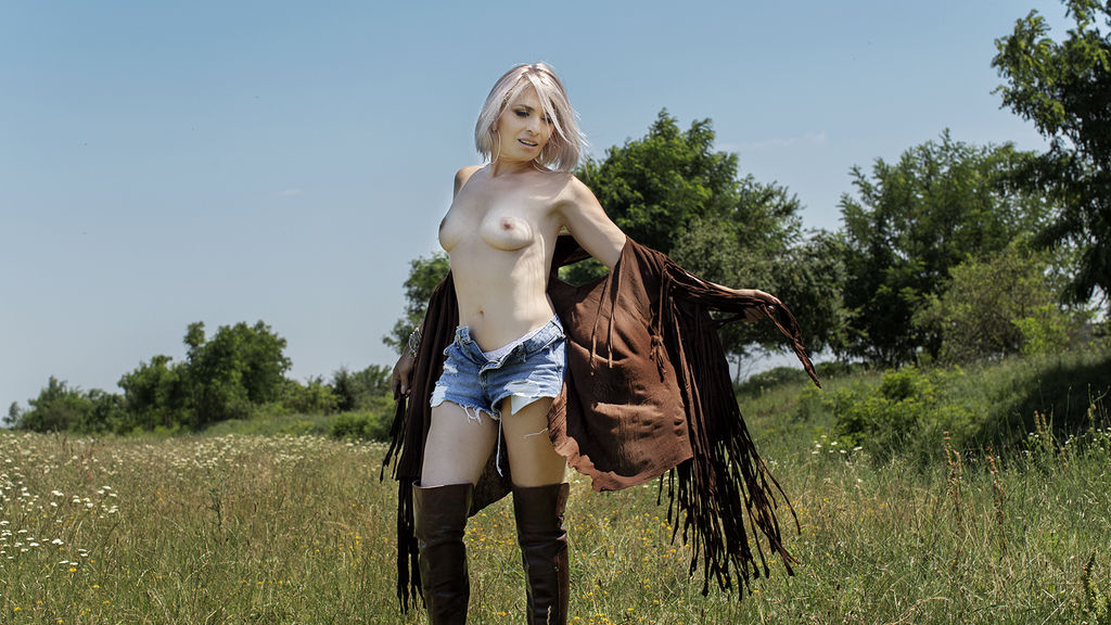 Watch the sexy KaterinaHunt from LiveJasmin at PULA.ws