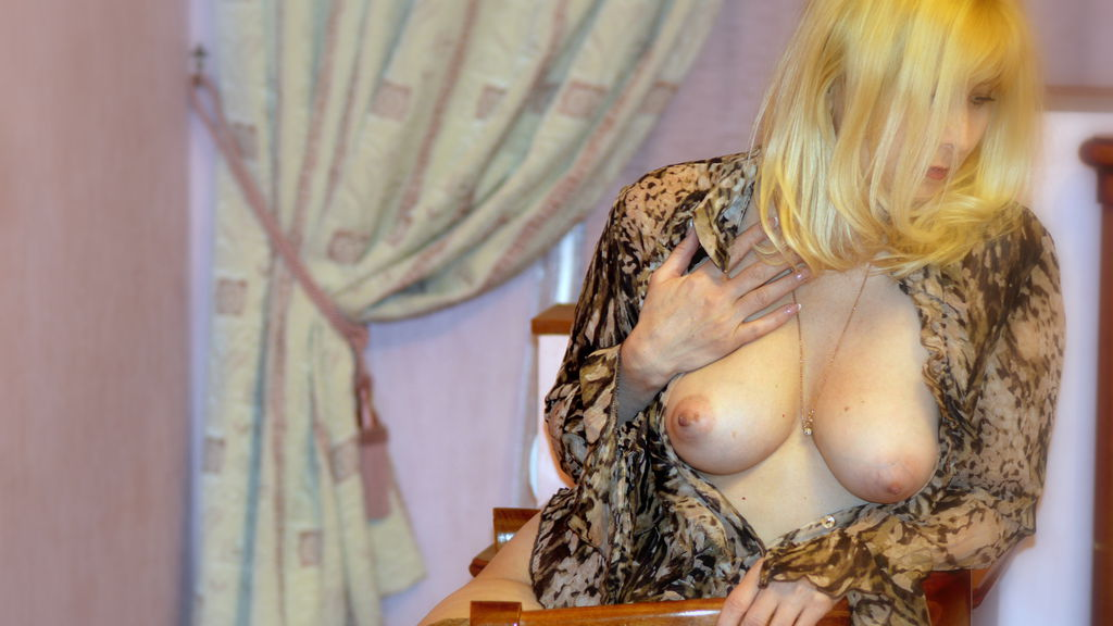 Watch the sexy LadyAlexis1 from LiveJasmin at GirlsOfJasmin