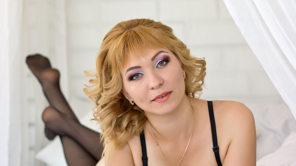 HOTqeen online at GirlsOfJasmin