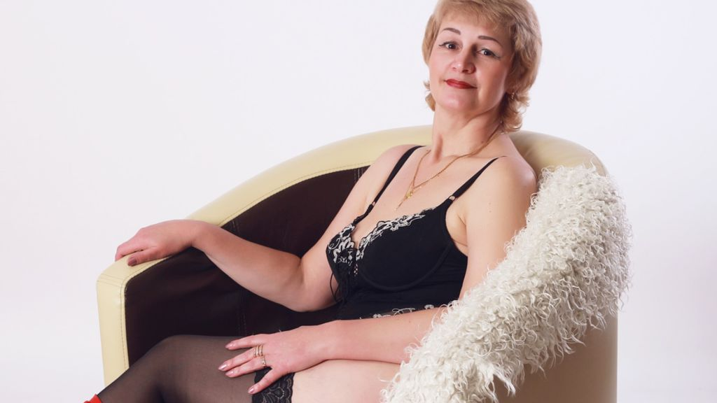 QueenLinda online at GirlsOfJasmin